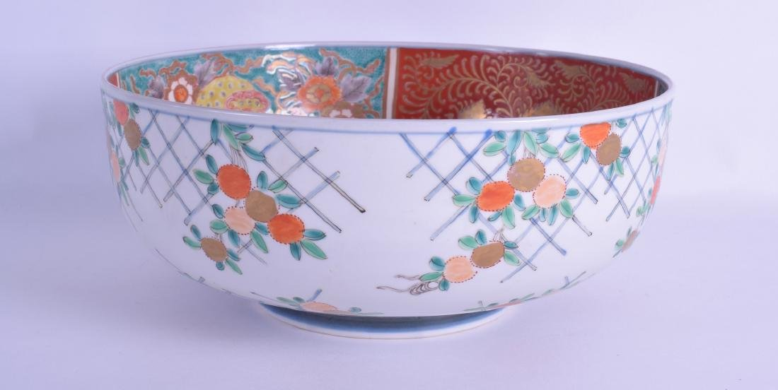 A 19TH CENTURY JAPANESE MEIJI PERIOD IMARI BOWL painted