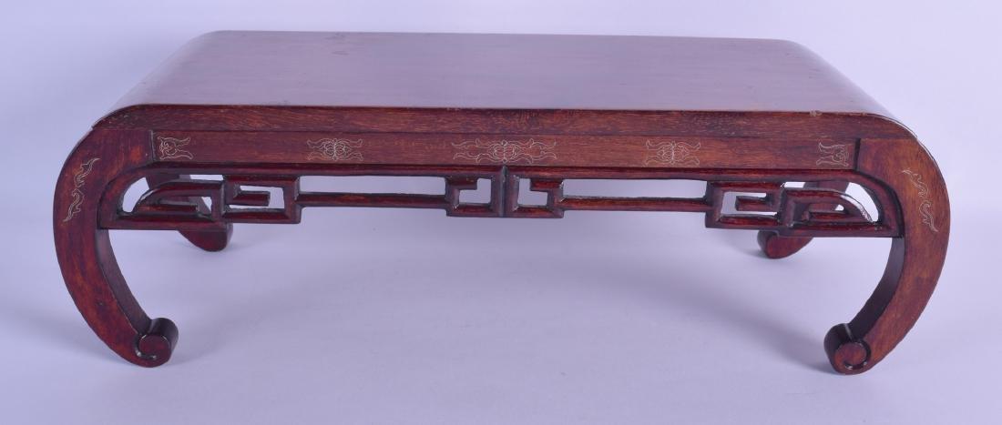 A SMALL EARLY 20TH CENTURY CHINESE CARVED HARDWOOD