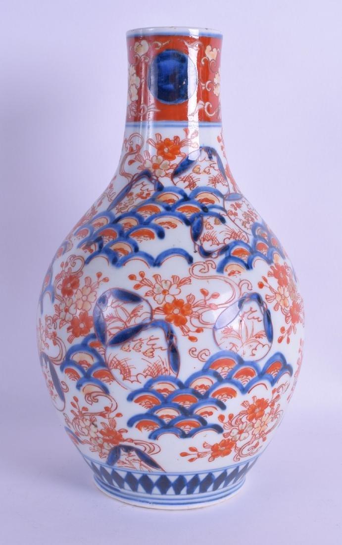 A 19TH CENTURY JAPANESE MEIJI PERIOD IMARI BALUSTER