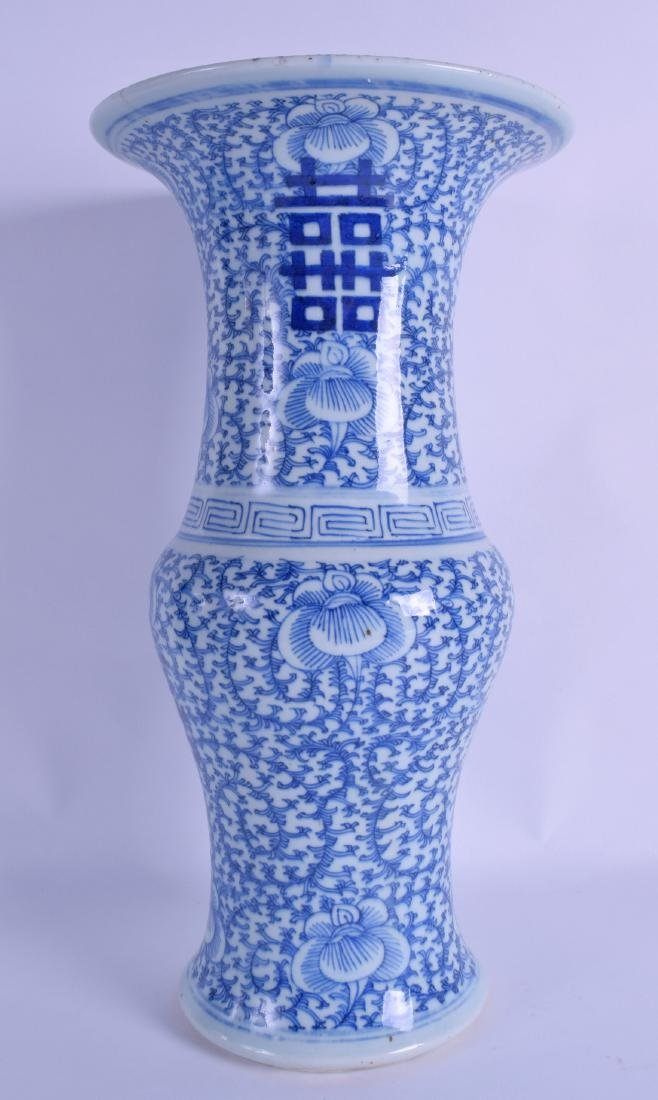 A 19TH CENTURY CHINESE BLUE AND WHITE YEN YEN VASE