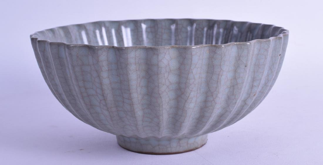 A FINE CHINESE SUNG STYLE SCALLOPED STONEWARE BOWL with