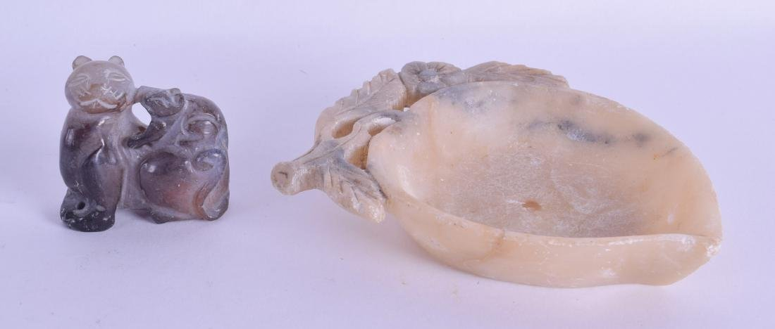 AN EARLY 20TH CENTURY CHINESE CARVED AGATE FIGURE OF A