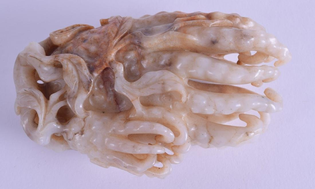 A GOOD CHINESE QING DYNASTY CARVED MUTTON JADE FINGER