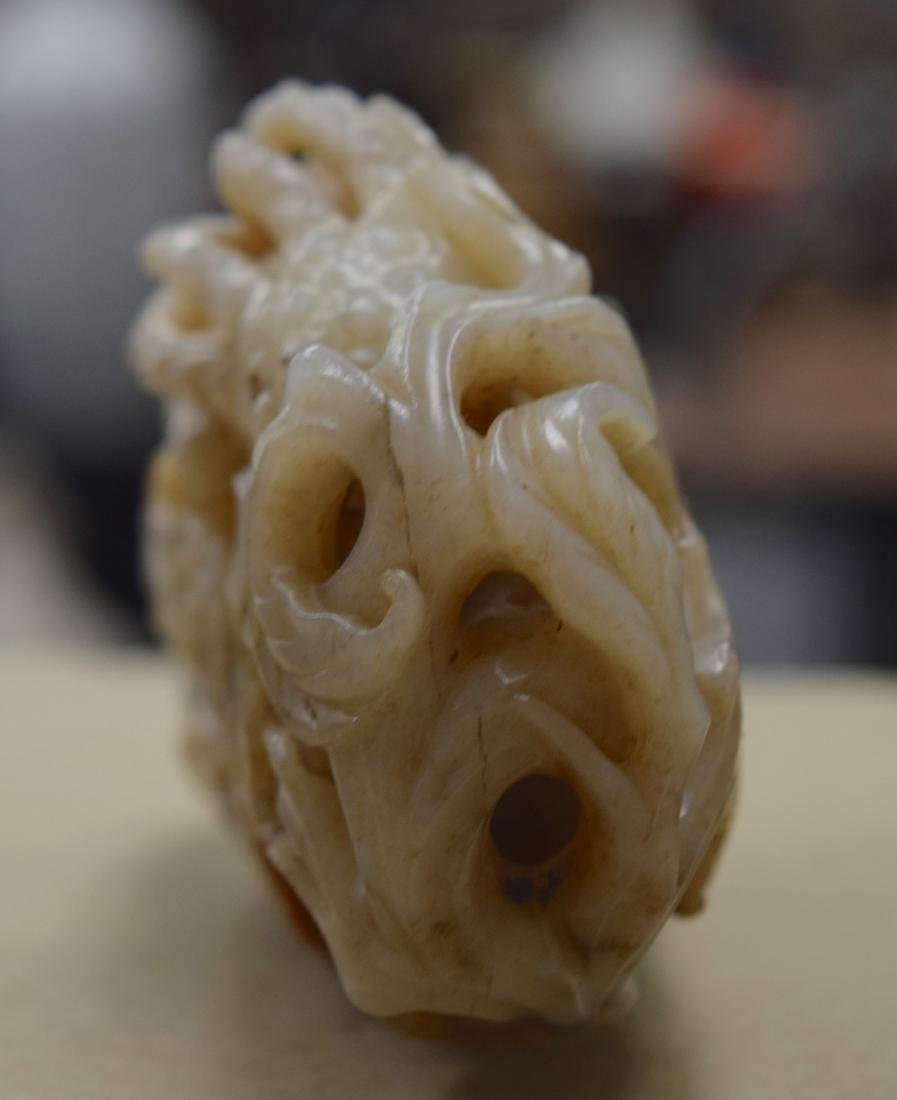 A GOOD CHINESE QING DYNASTY CARVED MUTTON JADE FINGER - 8
