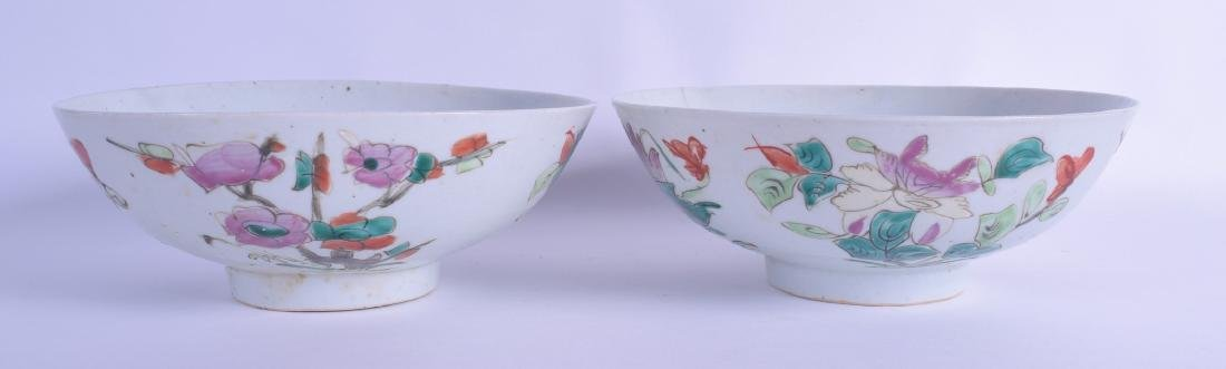 A MATCHED PAIR OF EARLY 20TH CENTURY CHINESE FAMILLE