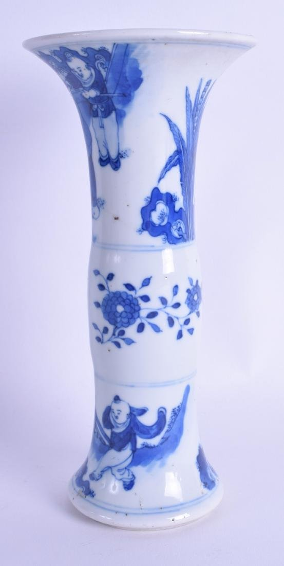 A 17TH CENTURY CHINESE BLUE AND WHITE GU SHAPED VASE - 2