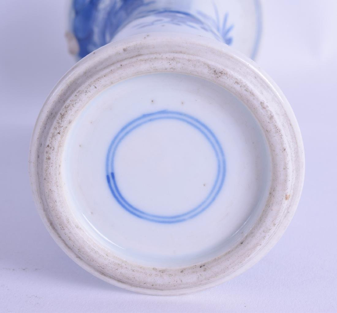 A 17TH CENTURY CHINESE BLUE AND WHITE GU SHAPED VASE - 3