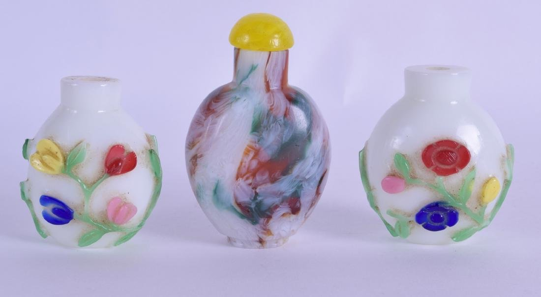 A PAIR OF EARLY 20TH CENTURY CHINESE PEKING GLASS SNUFF