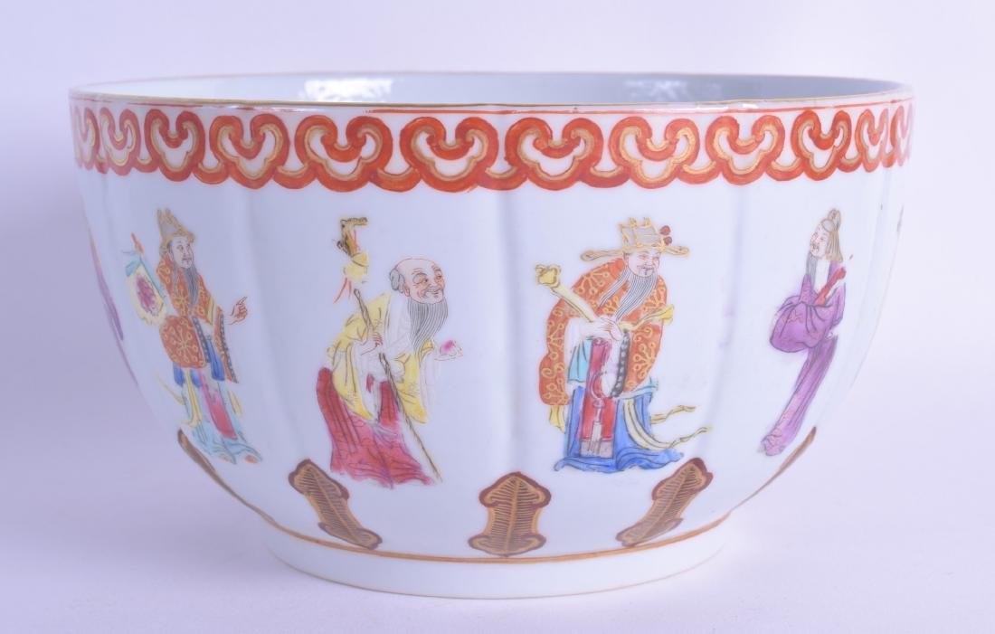 AN EARLY 20TH CENTURY CHINESE FAMILLE ROSE LOBED BOWL