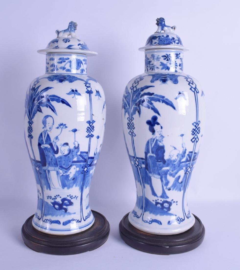 A LARGE PAIR OF 19TH CENTURY CHINESE BLUE AND WHITE