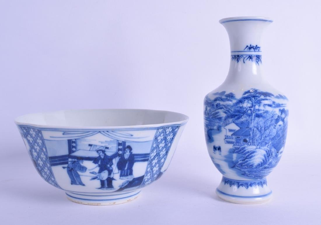 A CHINESE BLUE AND WHITE SCALLOPED PORCELAIN BOWL 20th