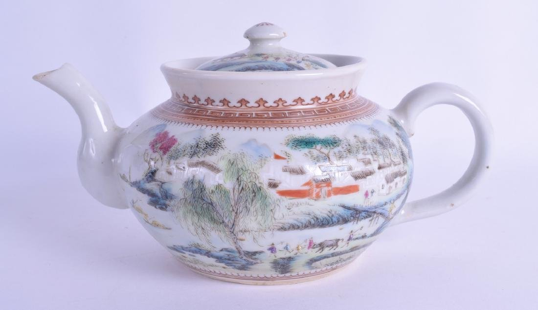 A 1970S CHINESE PORCELAIN SQUAT TEAPOT AND COVER