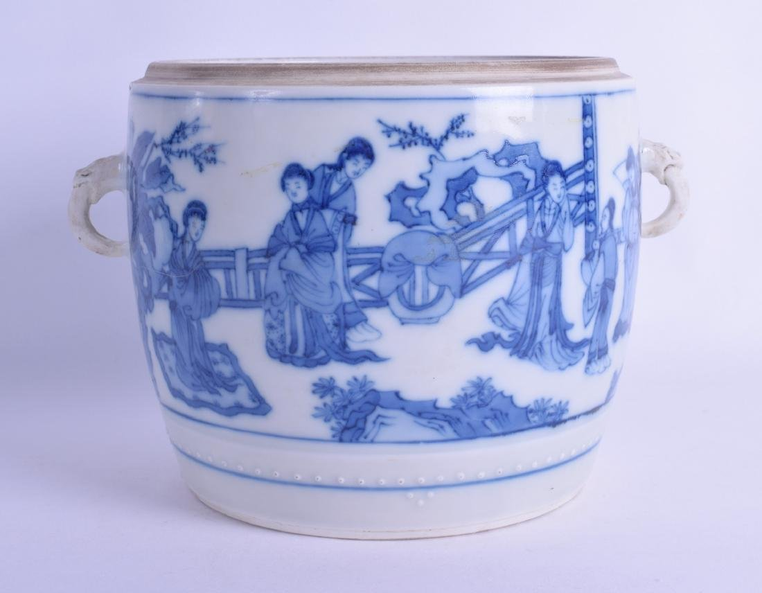 A CHINESE BLUE AND WHITE PORCELAIN TWIN HANDLED BOWL