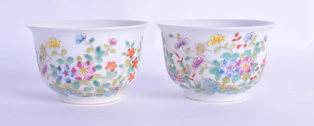 A PAIR OF CHINESE FAMILLE ROSE BOWLS 20th Century,