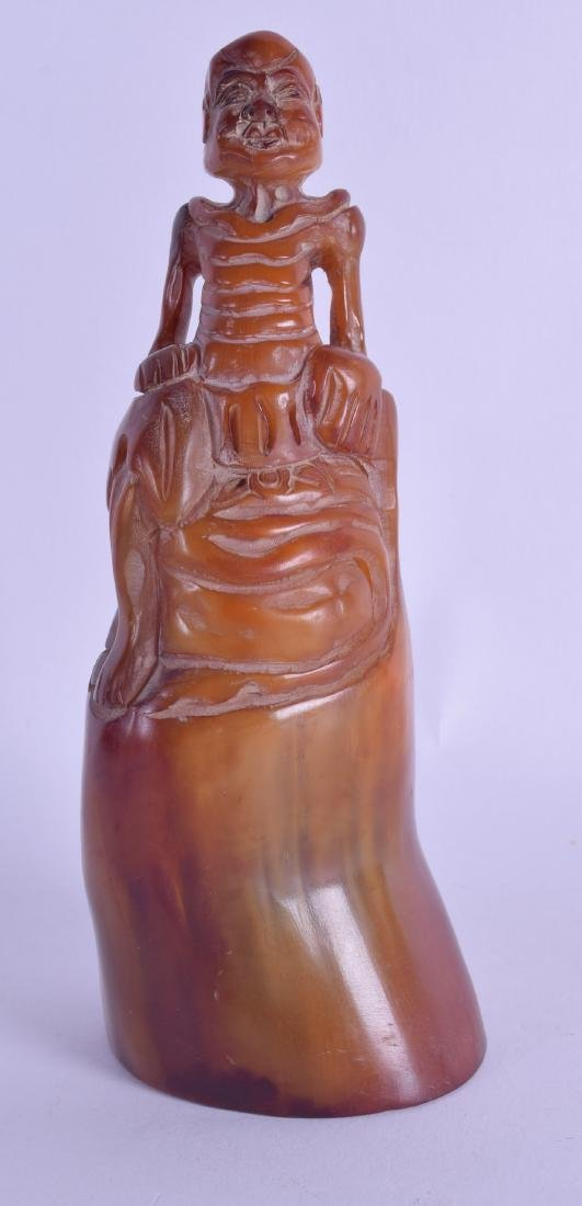 AN EARLY 20TH CENTURY CHINESE CARVED BUFFALO HORN