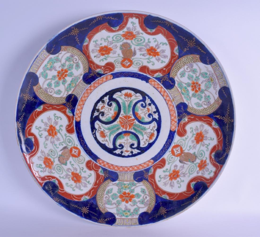 A LARGE 19TH CENTURY JAPANESE MEIJI PERIOD IMARI