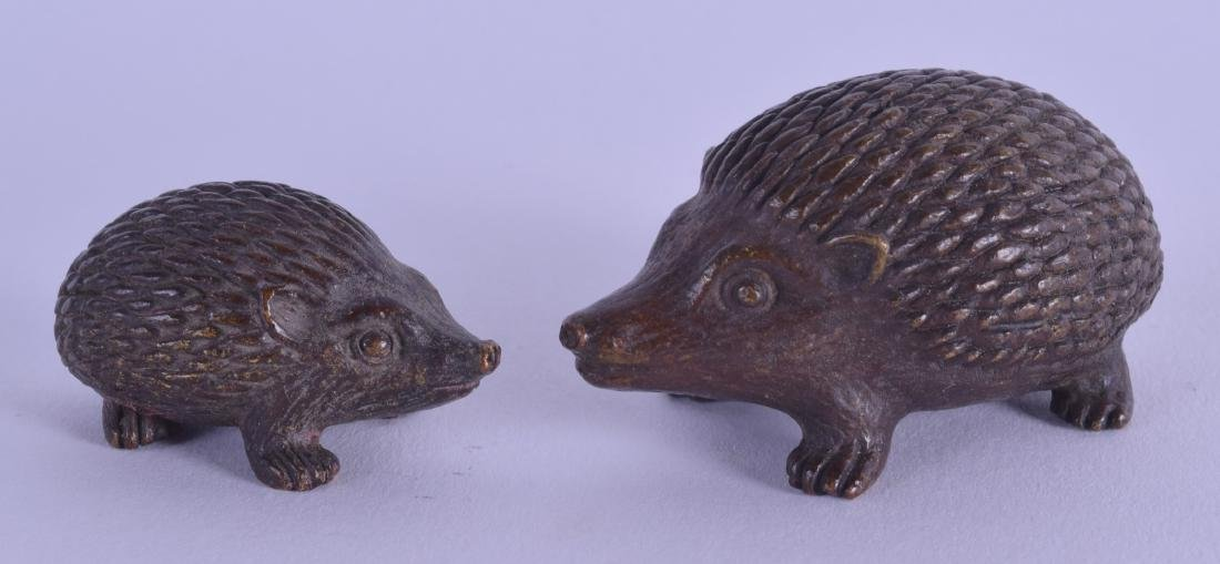TWO JAPANESE BRONZE FIGURES OF HEDGEHOGS. 5 cm & 3 cm