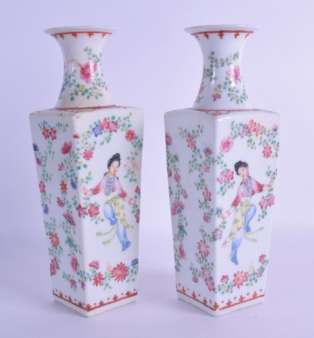 A PAIR OF CHINESE REPUBLICAN PERIOD FAMILLE ROSE VASES