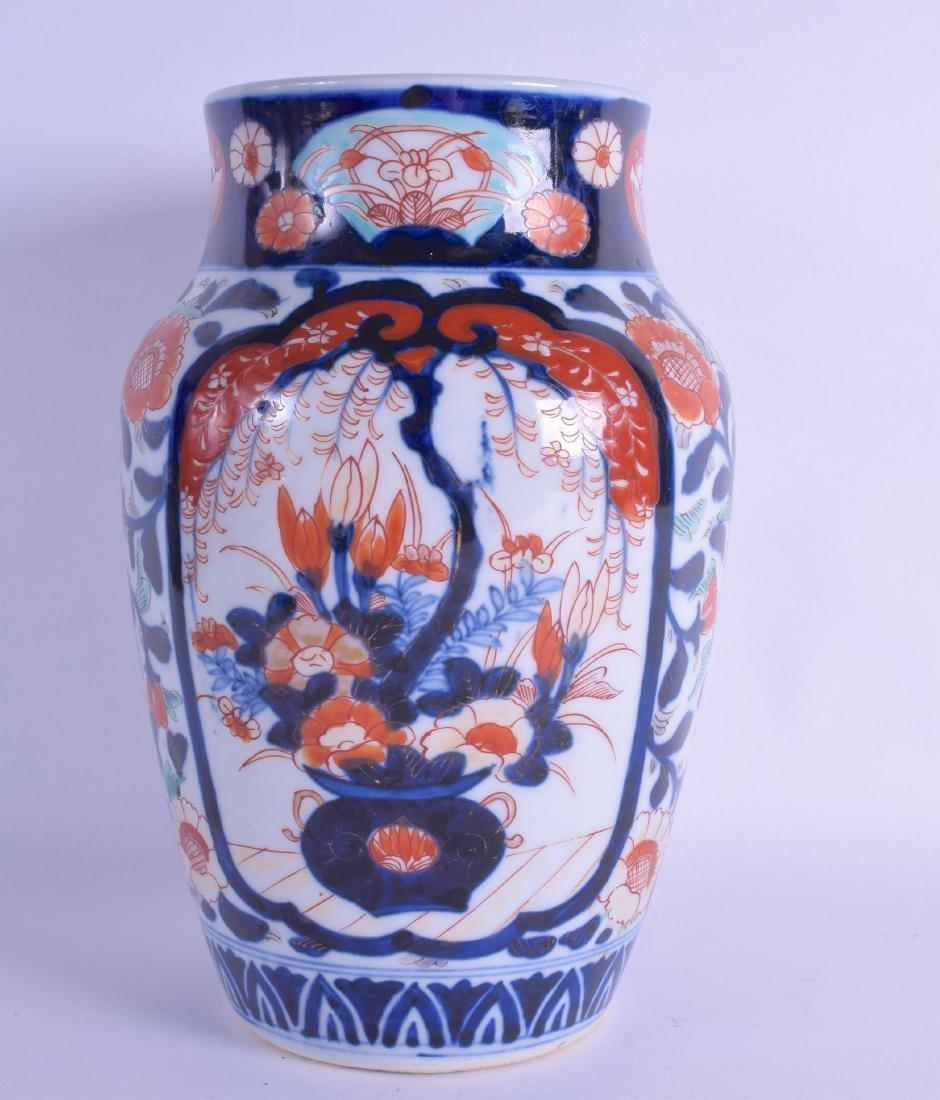 A 19TH CENTURY JAPANESE MEIJI PERIOD IMARI VASE painted - 2