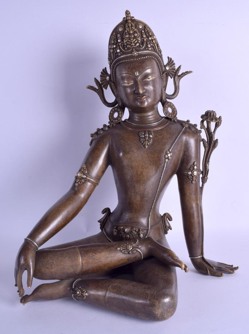 A FINE NEPALESE HIMALAYAN BRONZE FIGURE OF A SEATED