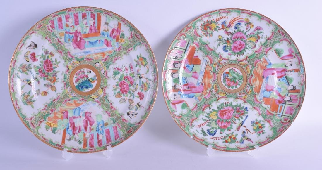 A 19TH CENTURY CHINESE CANTON FAMILLE ROSE PLATE