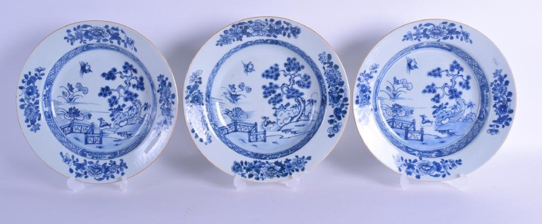 A SET OF THREE EARLY 18TH CENTURY CHINESE EXPORT BLUE