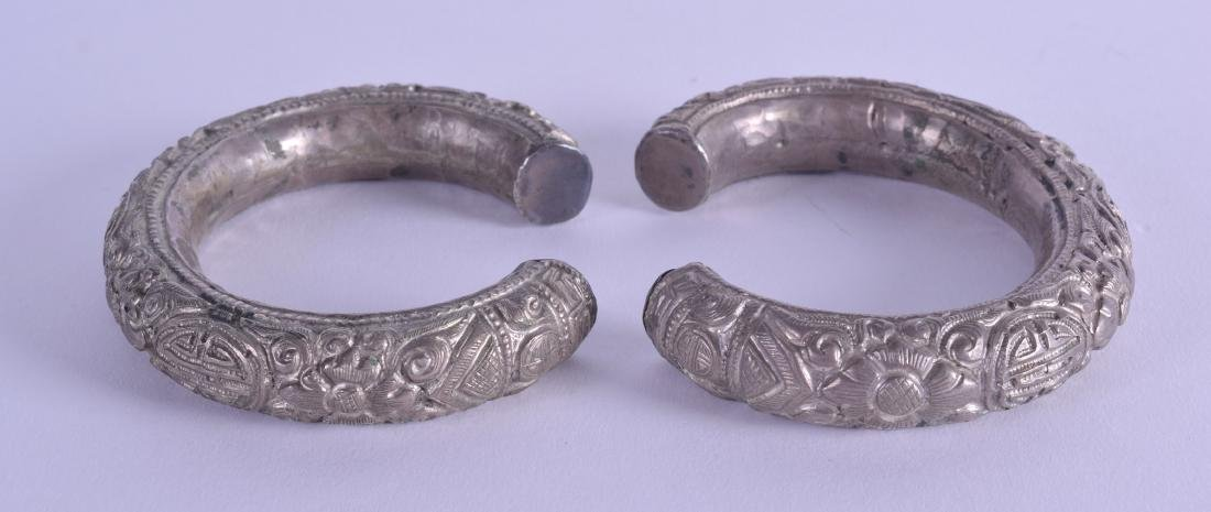 A PAIR OF EARLY 20TH CENTURY CHINESE WHITE METAL