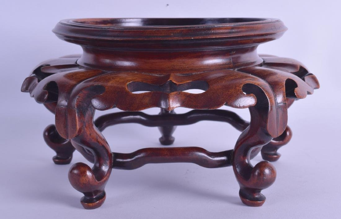 A LARGE CHINESE QING DYNASTY CARVED HARDWOOD VASE STAND
