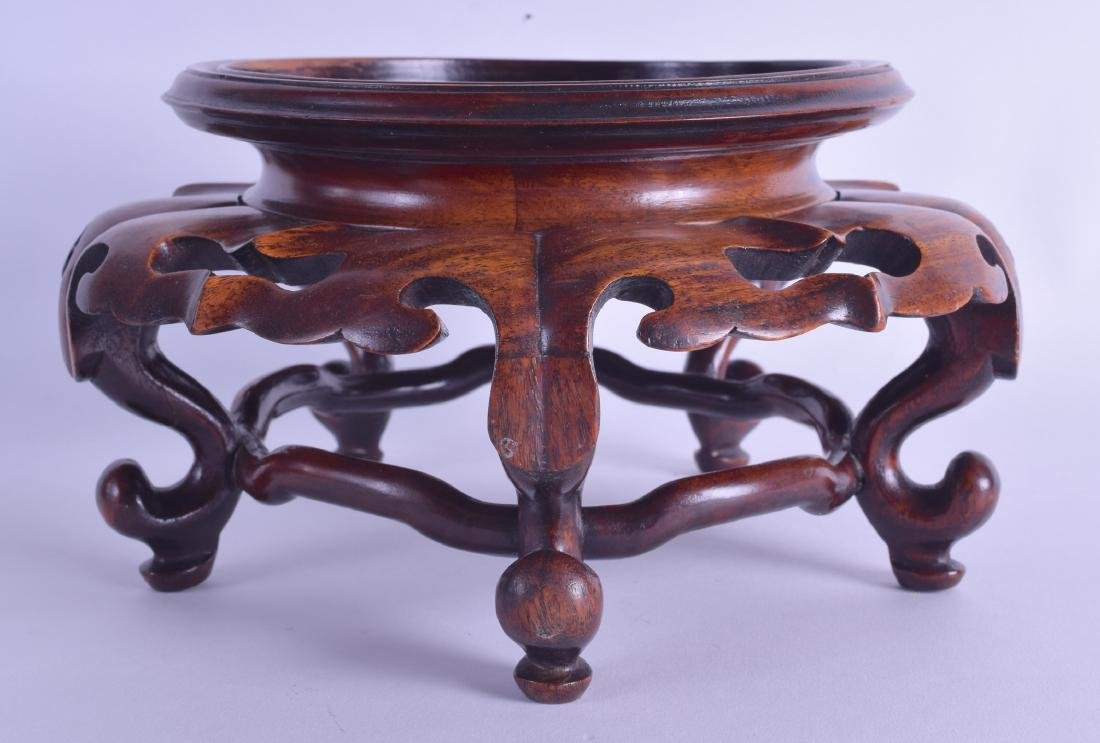A LARGE CHINESE QING DYNASTY CARVED HARDWOOD VASE STAND - 2