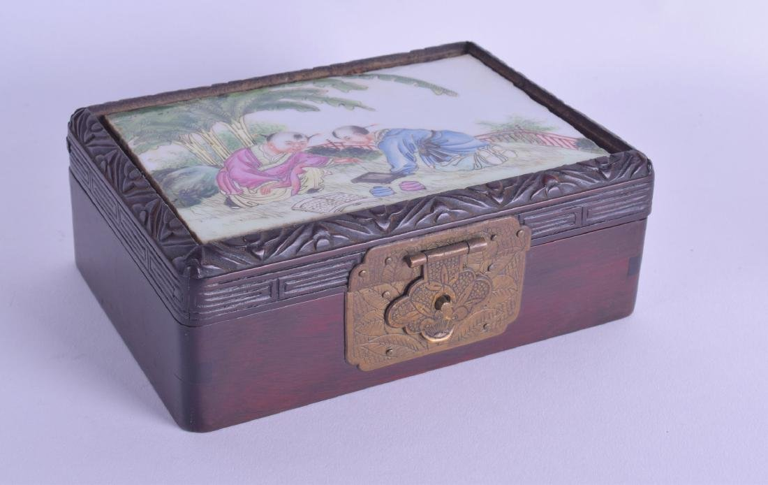 A CHINESE REPUBLICAN PERIOD FAMILLE ROSE BOX AND COVER