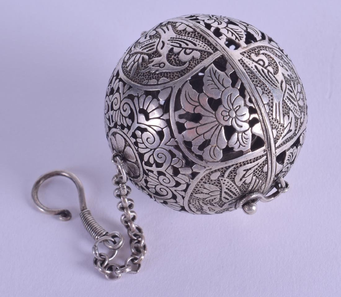 A CHINESE WHITE METAL TRAVELLING INCENSE BURNER. 5.5 cm