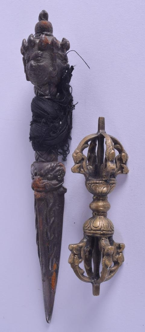 A 19TH CENTURY TIBETAN BRONZE PHURBA with buddhistic - 2
