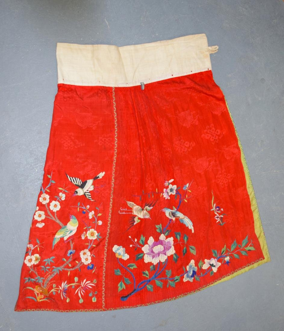 AN EARLY 20TH CENTURY CHINESE SILKWORK SKIRT decorated
