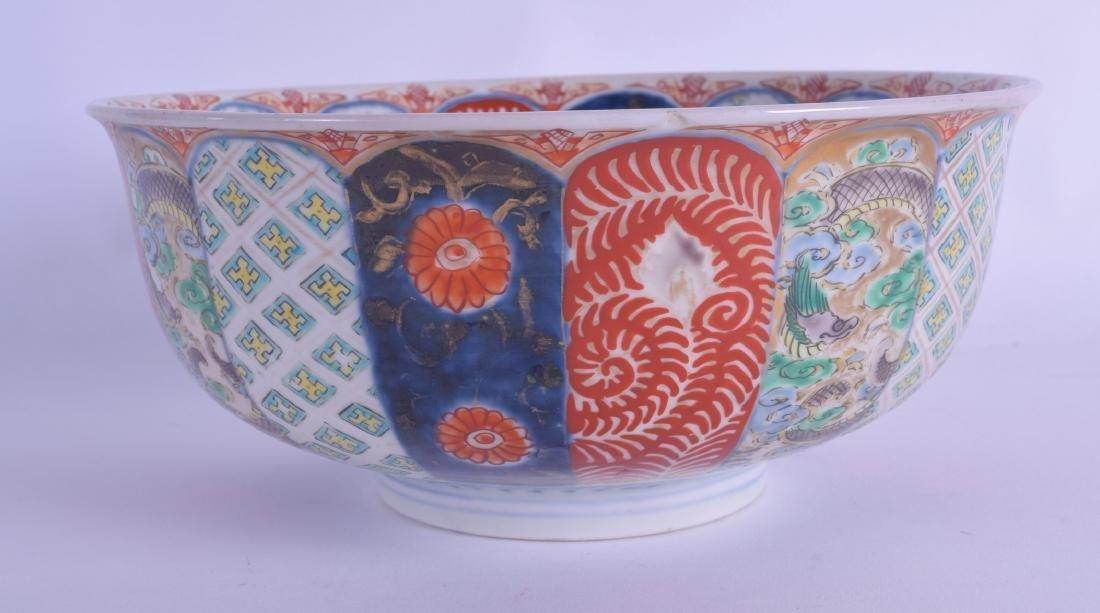 AN EARLY 19TH CENTURY JAPANESE EDO PERIOD IMARI BOWL