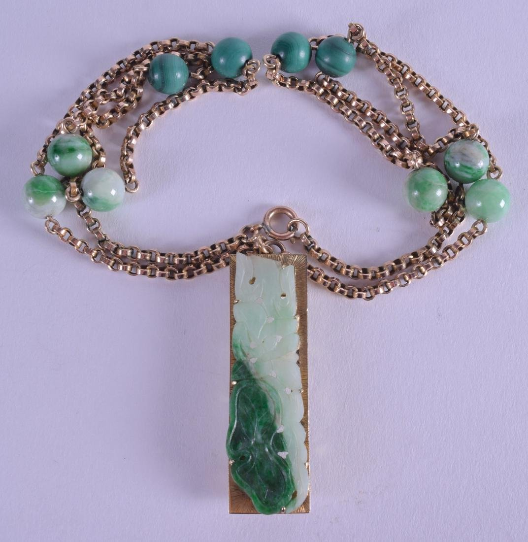 A GOOD EARLY 20TH CENTURY CHINESE 14CT GOLD AND JADEITE