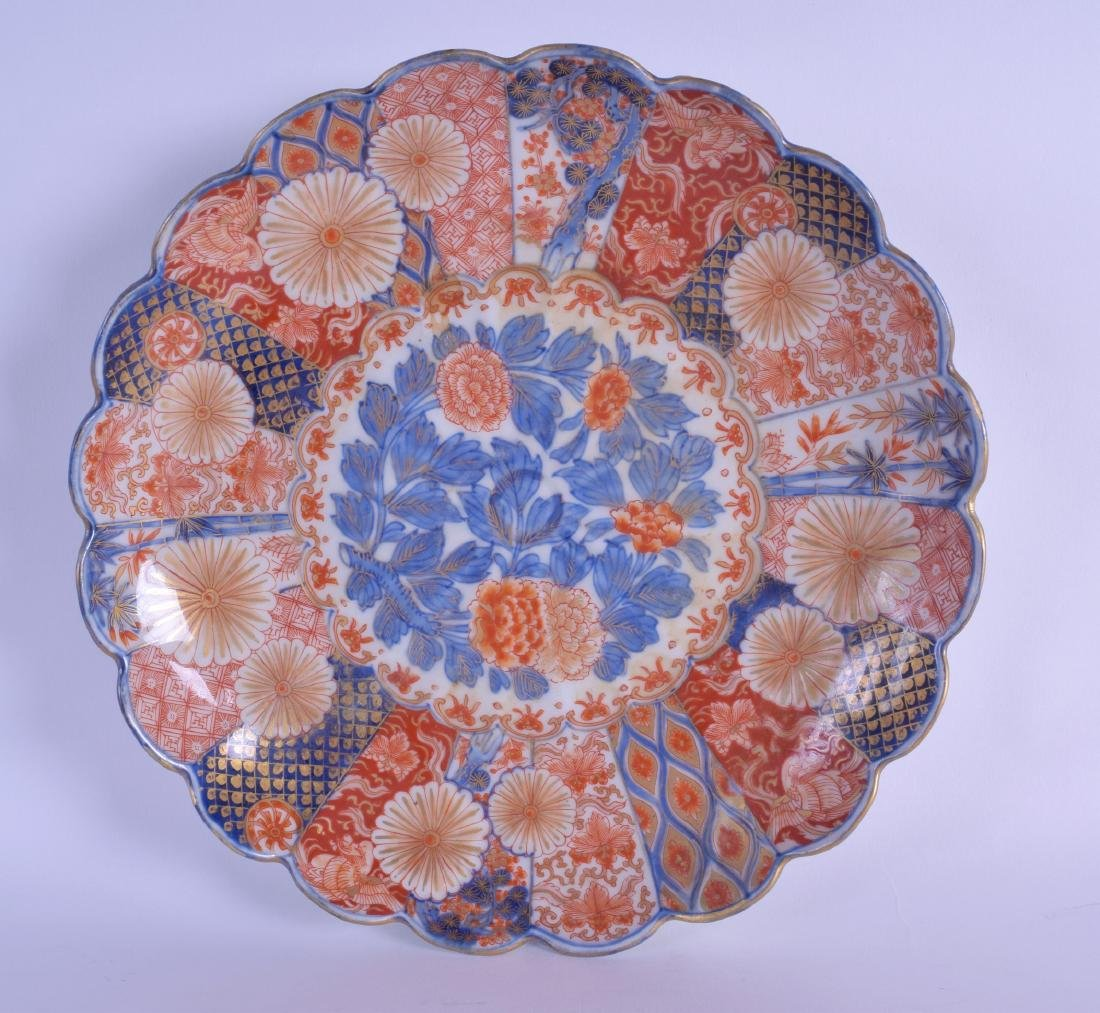 A 19TH CENTURY JAPANESE MEIJI PERIOD IMARI SCALLOPED