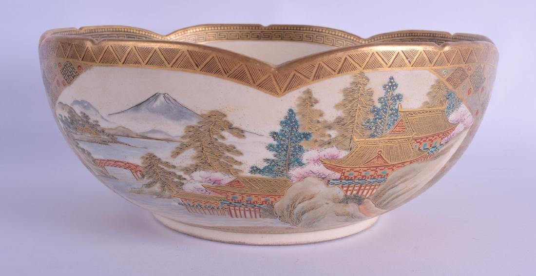 A GOOD 19TH CENTURY JAPANESE MEIJI PERIOD SCALLOPED