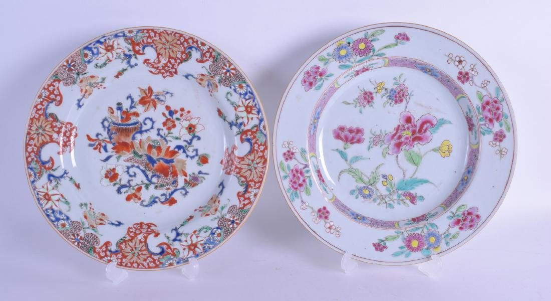 AN EARLY 18TH CENTURY CHINESE IMARI EXPORT PLATE