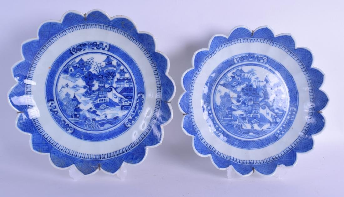 A NEAR PAIR OF LATE 18TH/19TH CENTURY CHINESE EXPORT