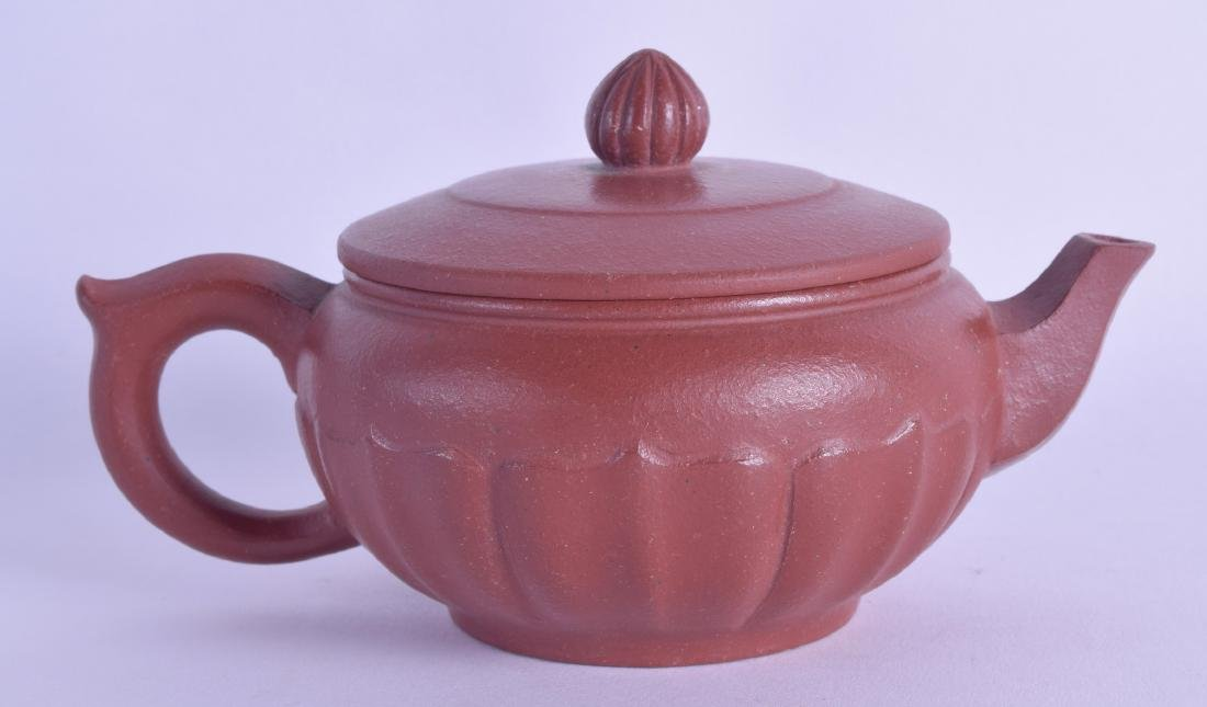 A SMALL CHINESE YIXING POTTERY TEAPOT AND COVER with