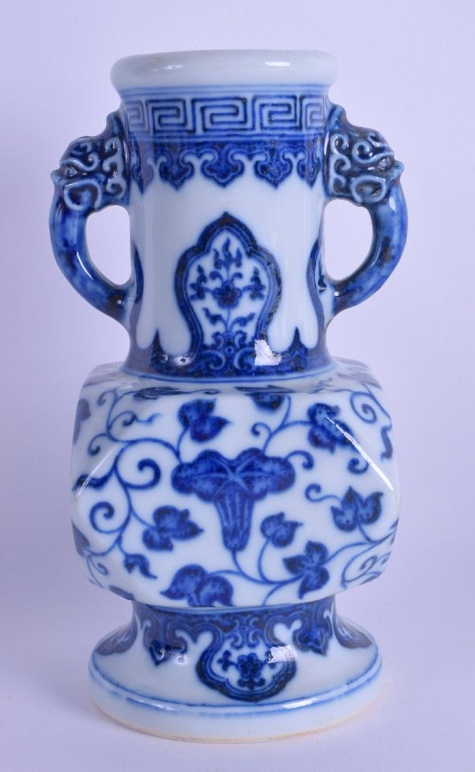 A CHINESE TWIN HANDLED BLUE AND WHITE PORCELAIN VASE
