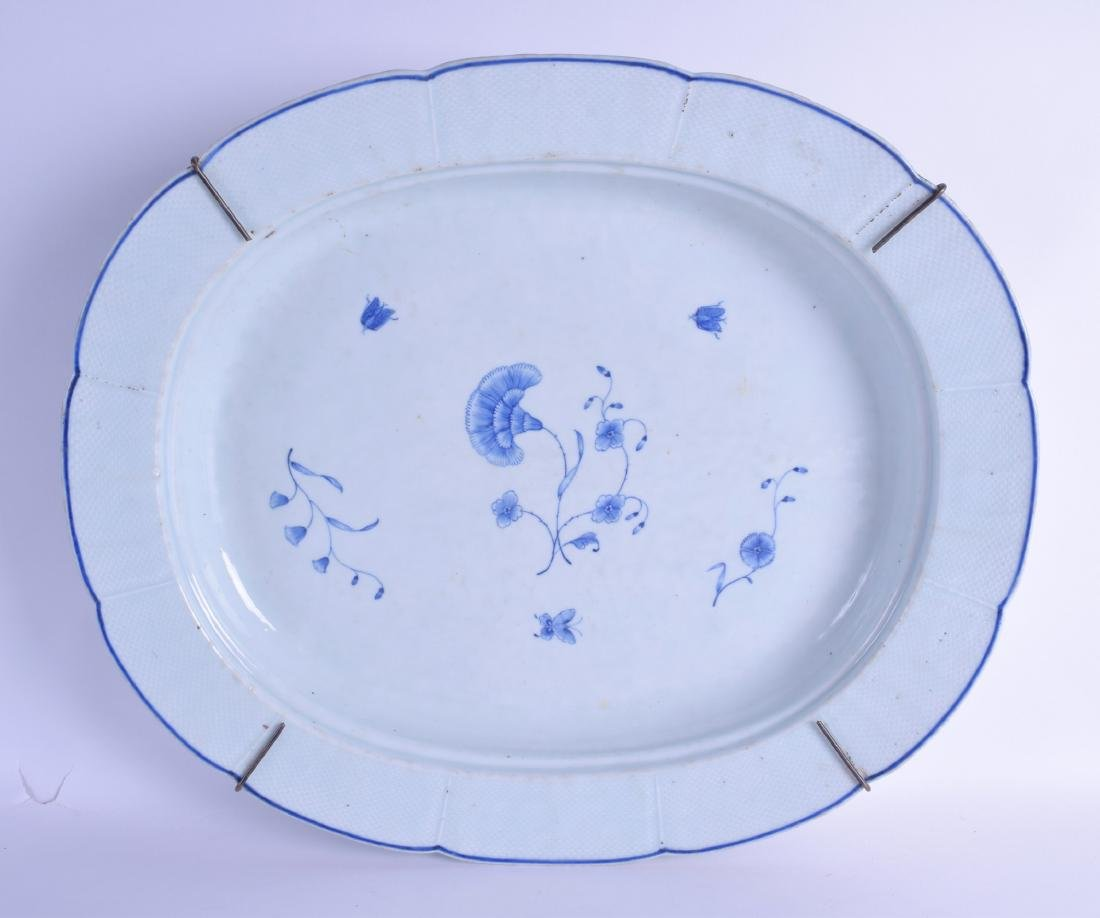 A RARE LARGE 18TH CENTURY CHINESE BLUE AND WHITE MEAT