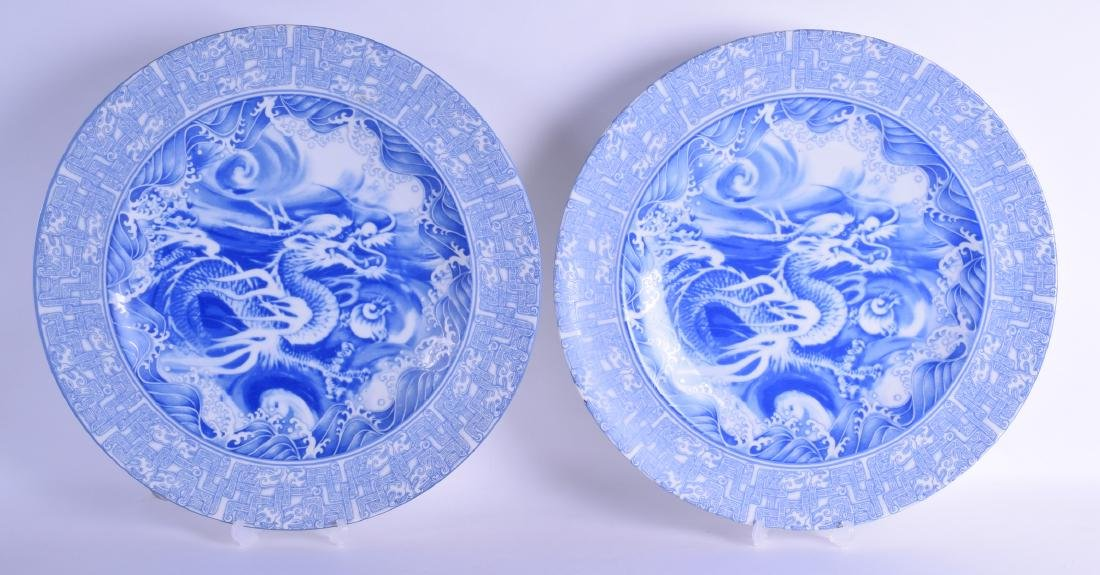A LARGE PAIR OF JAPANESE BLUE AND WHITE PORCELAIN
