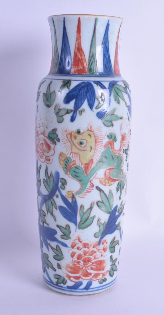 A 17TH CENTURY CHINESE WUCAI PORCELAIN SLEEVE VASE Late