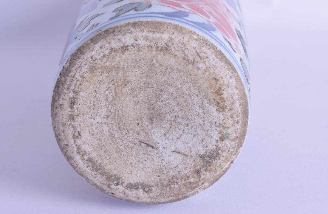 A 17TH CENTURY CHINESE WUCAI PORCELAIN SLEEVE VASE Late - 3