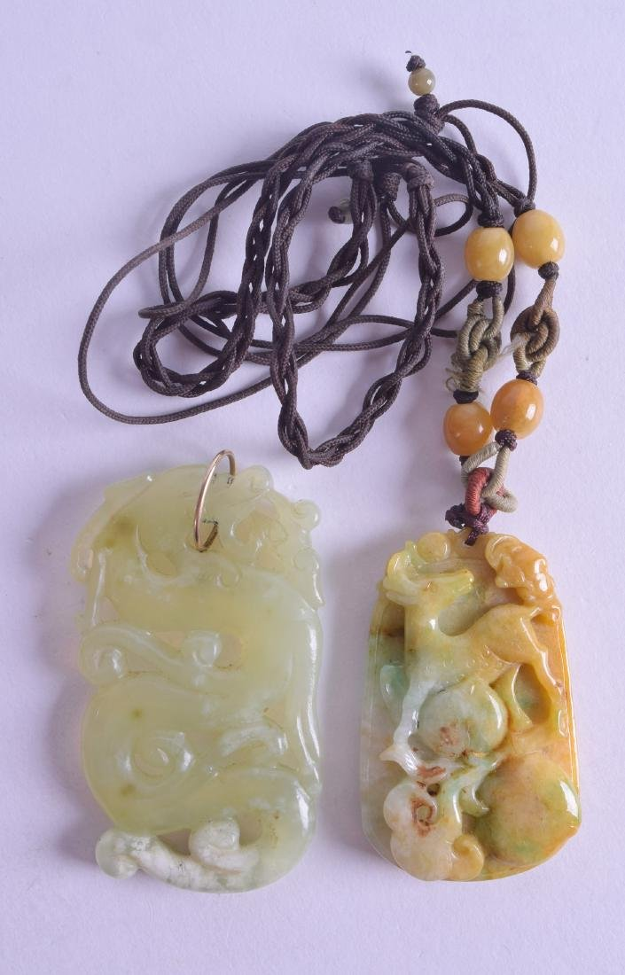 AN EARLY 20TH CENTURY CHINESE CARVED GREEN JADE PENDANT