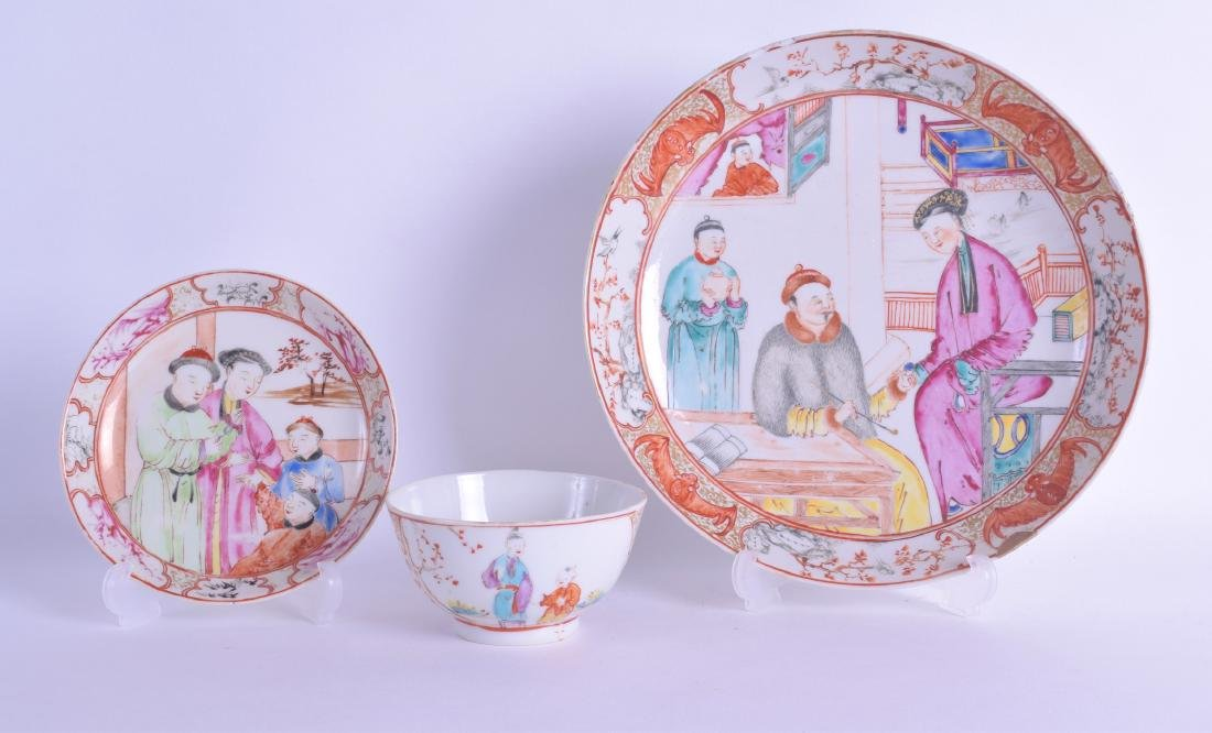 AN 18TH CENTURY CHINESE EXPORT FAMILLE ROSE SAUCER DISH