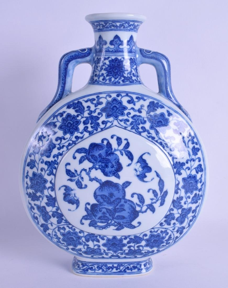 A CHINESE BLUE AND WHITE PORCELAIN PILGRIM FLASK 20th