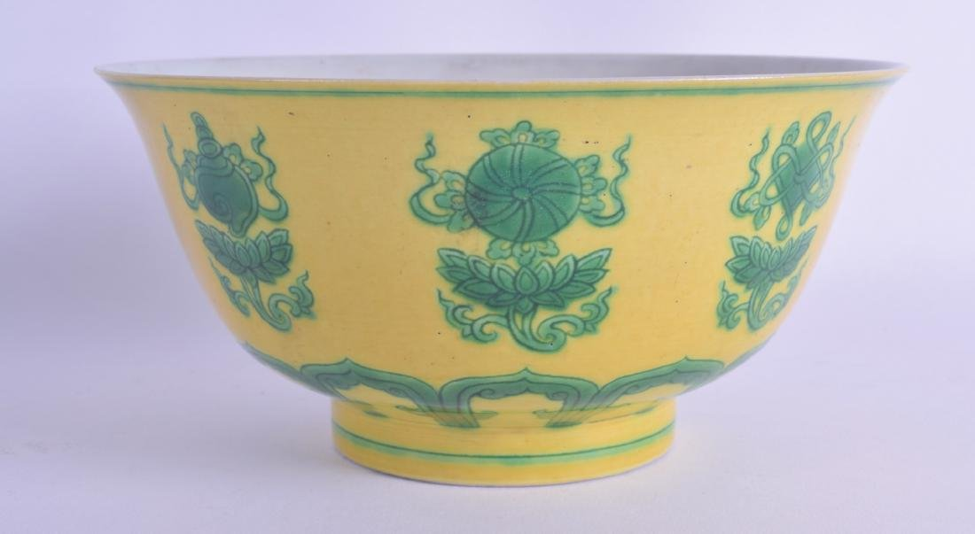 A CHINESE FAMILLE VERTE PORCELAIN BOWL 20th Century,