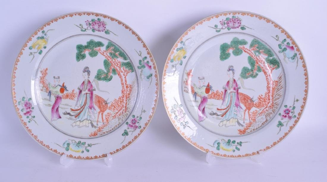 A PAIR OF CHINESE FAMILLE ROSE PORCELAIN PLATES painted